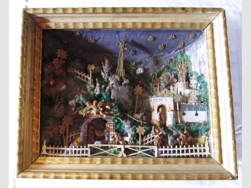 Biedermeier Krippe 19. Jahrhundert Lehmfiguren Holzrahmen Weihnachten