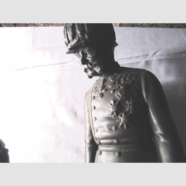 kuk Militaria große Bronze Skulptur Kaiser Franz Joseph Habsburg signiert Blumenmädchen